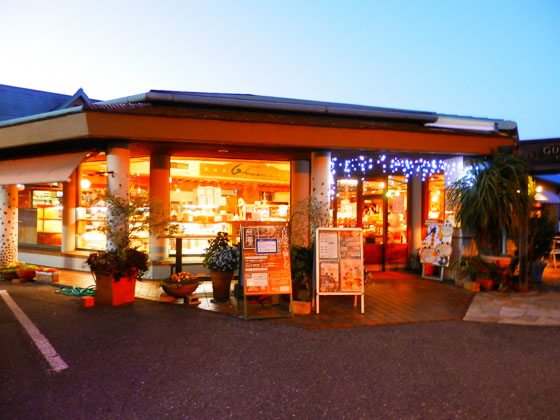 The main branch of a famous bakery Gurman is located in Tarui-cho, an adjacent town of Sekigahara.